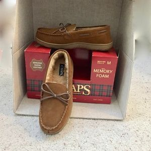 NWT Mens Chaps Indoor-Outdoor Suede Slippers